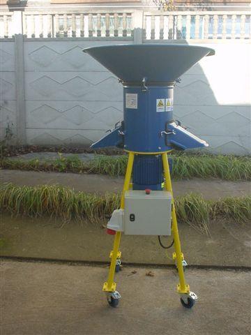 Rozdrabniacz słomy luźne typ RS06 wydajność* do 100 kg/h