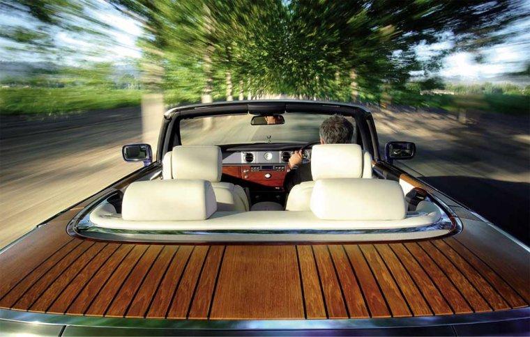 Jeśli uwielbiasz swój jacht, jego namiastkę możesz zabrać na ląd  - Rolls Royce Phantom Drophead Coupé