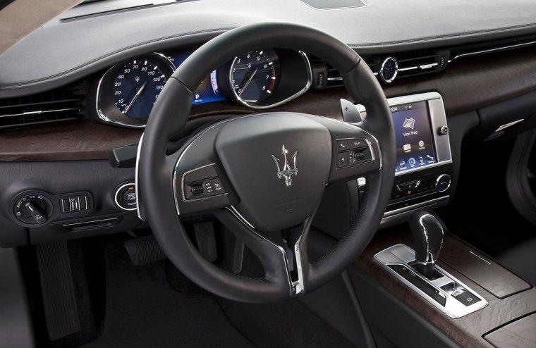 Drewno w kokpicie Maserati