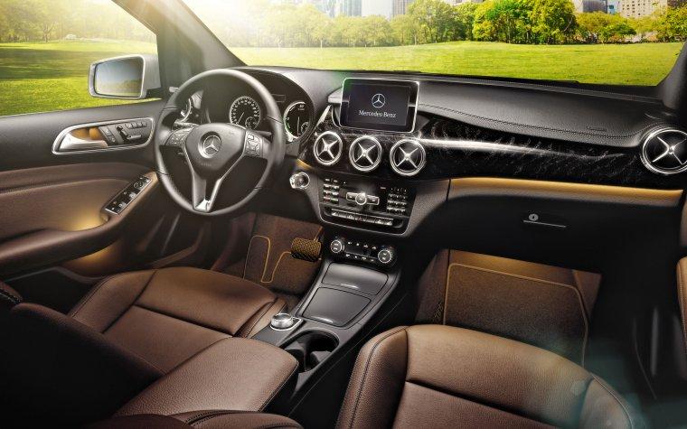 MercedesS-CLASS S63 AMG czarne wykończenie z drewna topoli