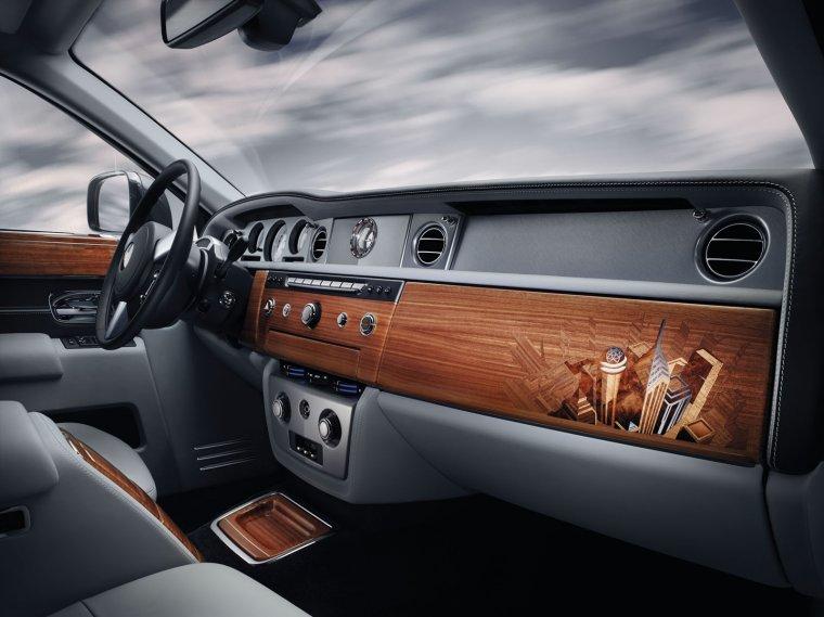 Intarsjowane elementy we wnętrzu Rolls-Royce