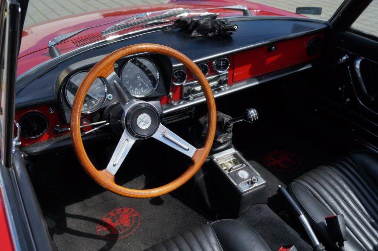 Alfa Romeo Spider duetto 1750