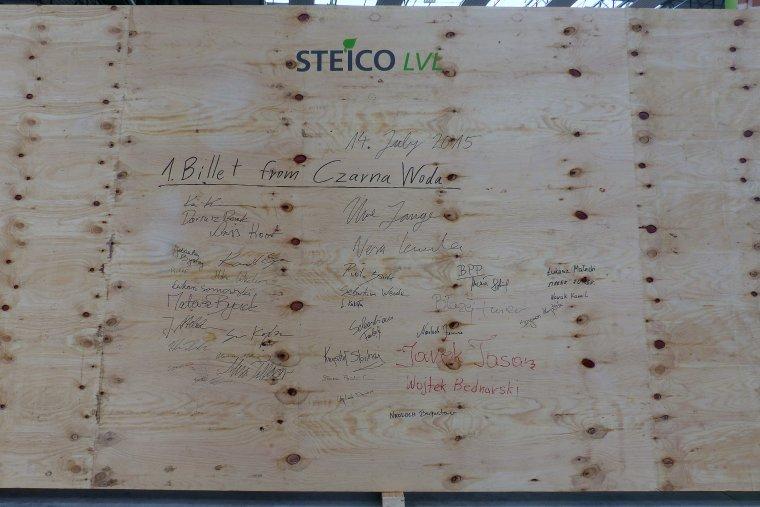 Pierwsza wstęga LVL wyprodukowana w zakładzie STEICO w Czarnej Wodzie