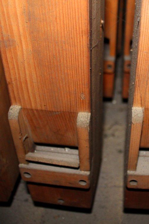 Piszczałka o korpusie z drewna iglastego i wardze dolnej (labium) z drewna bukowego