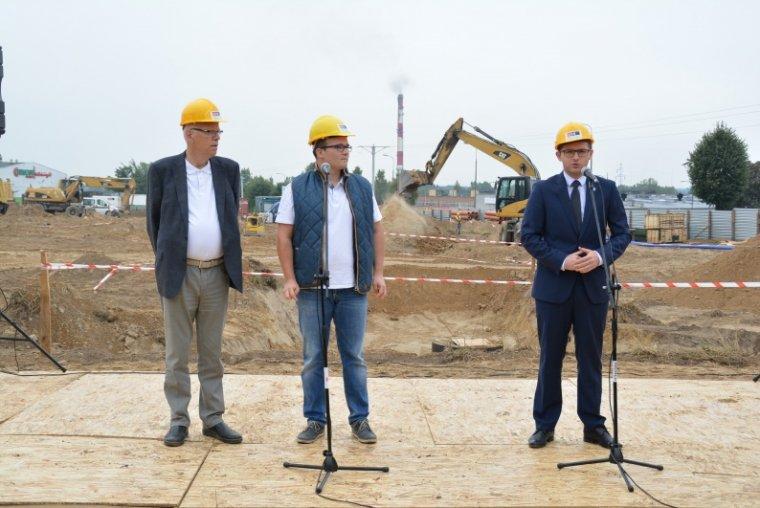 Halvor Utgard, Marcin Mrozek i Krzysztof Kosiński podczas oficjalnego rozpoczecia inwestycji Norco
