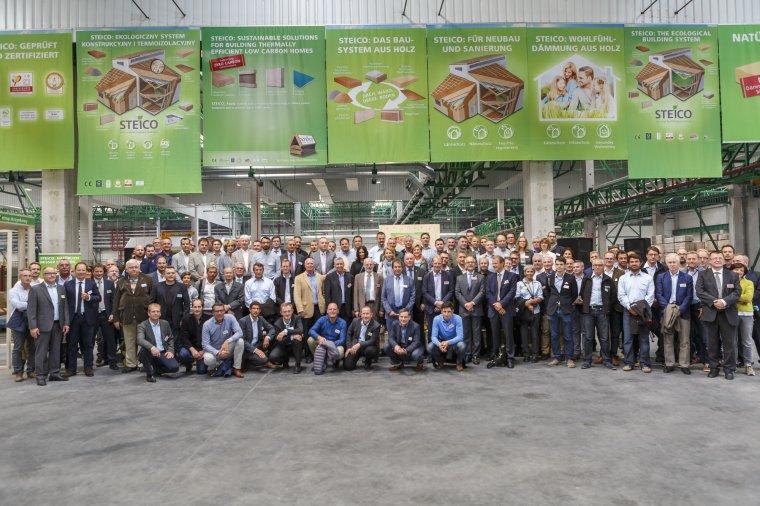 Do fabryki w Czarnej Wodzie przyjechało blisko 100 gości z całego świata.