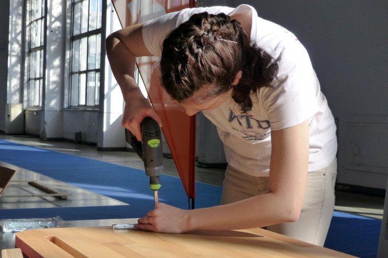 Za produkcję mebli odpowiedzialni byli studenci poznańskiego WTD