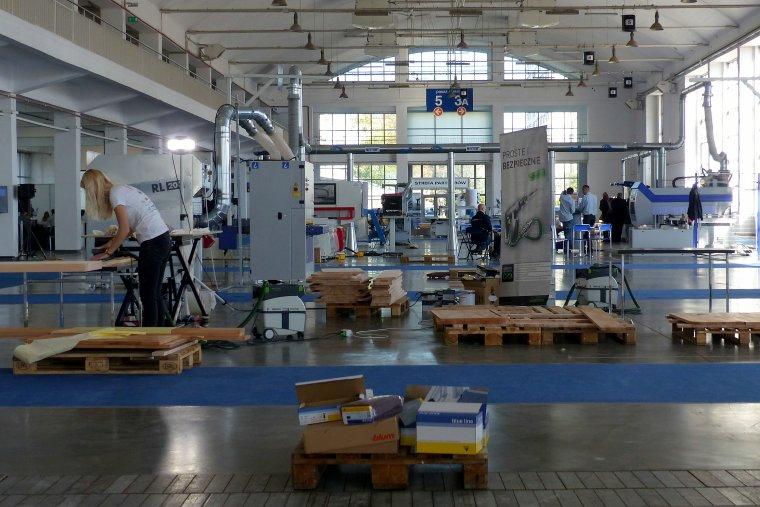 Fabryka Mebli na Żywo postała dzięki współpracy kilkunastu firm branży drzewnej