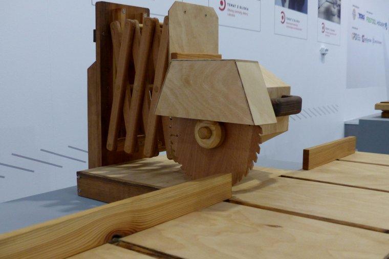 Wyczarowane z drewna - Pilarka tarczowa poprzeczna - Adam Koczorowski, Technikum Budowlano-Drzewne w Poznaniu