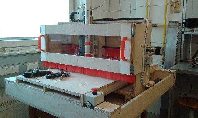 Adwenczer - obrabiarka CNC wykonana ze sklejki