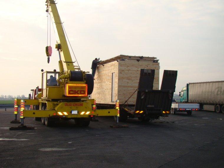 Ponadnormatywny transport drewnianego domku