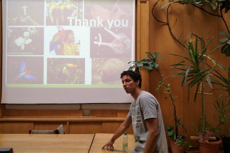 Isaias Paulino do Carmo podczas wykładu na temat lasów tropikalnych Brazylii