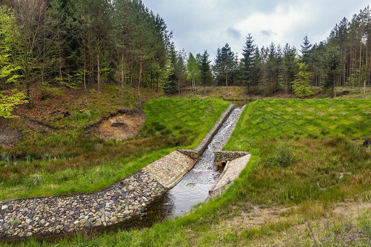 Przykład działań związanych z retencją wody w polskich lasach - Szczecinek - Tychowo