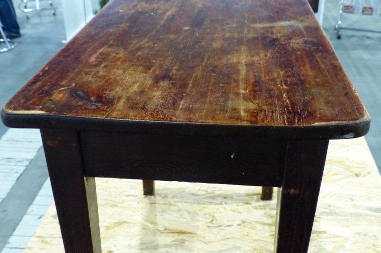 Ten sam stolik przed renowacją