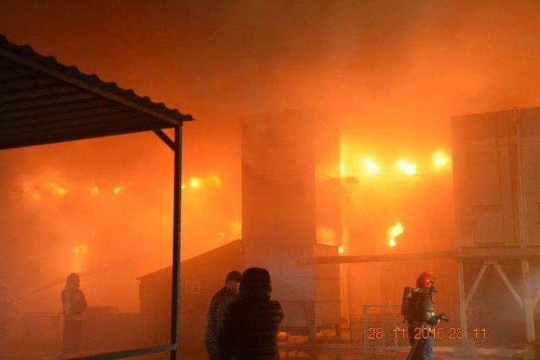 Pożar fabryki okien w Danowie