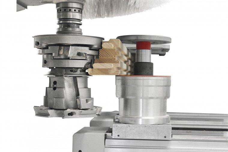 Elektrowrzeciono wyposażone w uchwyt narzędziowy HSK 63E pozwala na korzystanie z narzędzi o dużych wymiarach oraz o podwójnym profilu.