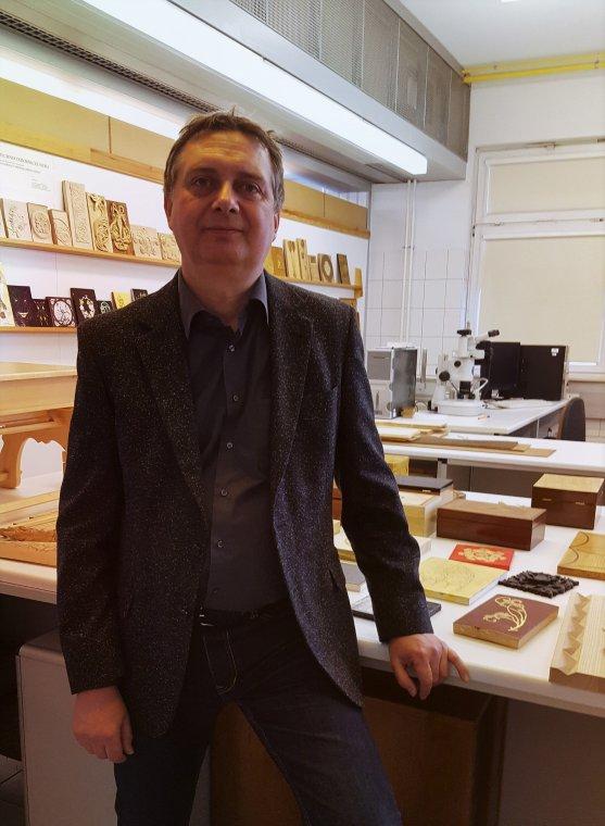 prof. dr hab. inż. Piotr Beer