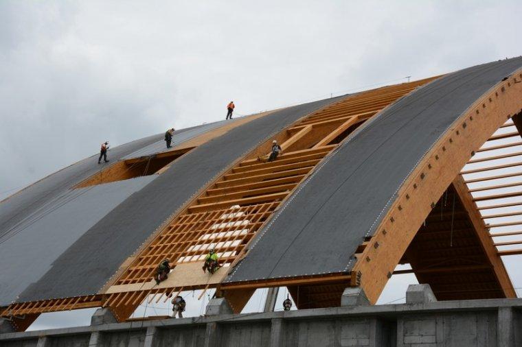 Sniper celuje w Fabrykę Konstrukcji Drewnianych