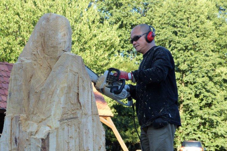 Rzeźbiarze z całego świata wezmą udział w Międzynarodowym Plenerze Rzeźbiarskim Puszcza Zielonka 2017