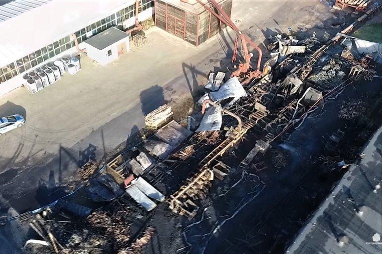 Pożar zakładu produkcji palet w Grabowie nad Prosną