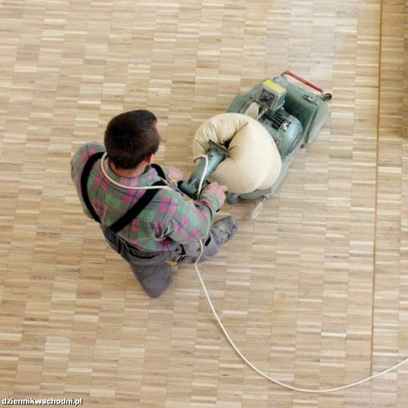 Cyklinowanie drewnianej podłogi