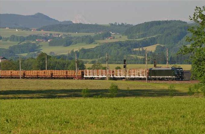 Jedzie pociąg z daleka ...<br>(fot. SETG)