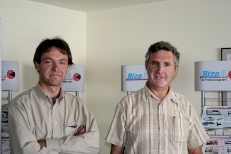 Piotr Komierowski (na zdjęciu z synem): Dalekimi rynkami nie jesteśmy zainteresowani ze względu na wysokie koszty transportu towaru