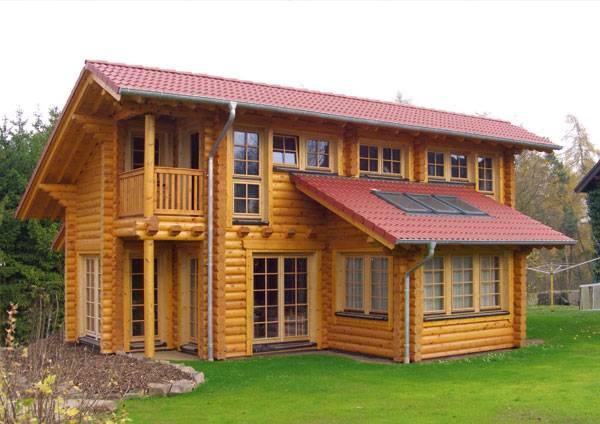 Dom z bali drewnianych, producent Fa. Finnholz - powierzchnia drewna pomalowana Koranol Imprägnierlasur