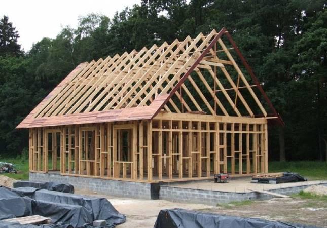 Domu budowany w techologii szkieletu drewnianego przez firmę Wood House