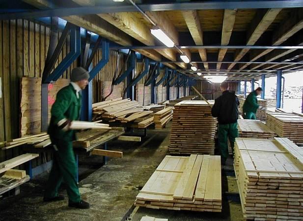 Tańsze drewno z Niemiec płynie do Polski coraz szerszym strumieniem