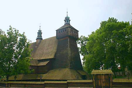 Kościół w Haczowie, pochodzący z XV w. najstarszy drewniany kościół w Polsce i zarazem największy drewniany kościół w stylu gotyckim na świecie na Małopolskim Szlaku  Architektury Drewnianej