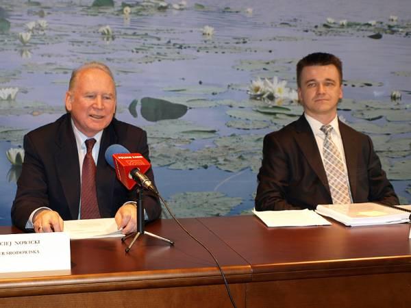 Podczas konferencji prasowej prof. Macieja Nowickiego, Ministra Środowiska i dr. Macieja Trzeciaka, Podsekretarza Stanu w MŚ