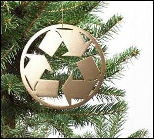 Jeśli chcesz ze świątecznego drzewka zrobić pożytek, zawieź je do kompostowni. Po przerobieniu na nawóz posłuży do renowacji miejskich trawników.