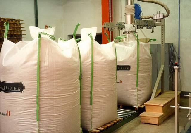 Workowanie peletu w fabryce w Barlinku