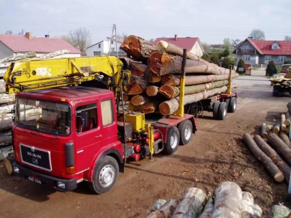 Dostawa surowca drzewnego