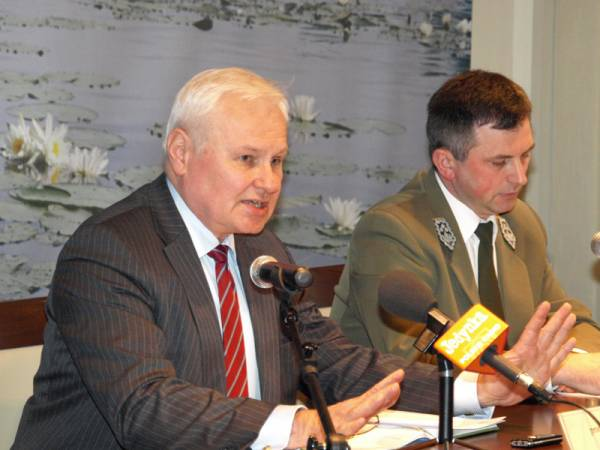 Minister Kraszewski i dyrektor Pigan podczas konferencji prasowej