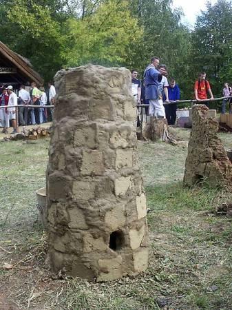 Rekonstrukcja dymarki z cegły