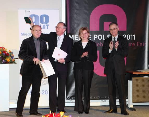 Prezes Kolekcji Mebli Klose - Wojciech Gieburowski oraz Zenon Bączyk - twórca nagrodzonej kolekcji Uno bello