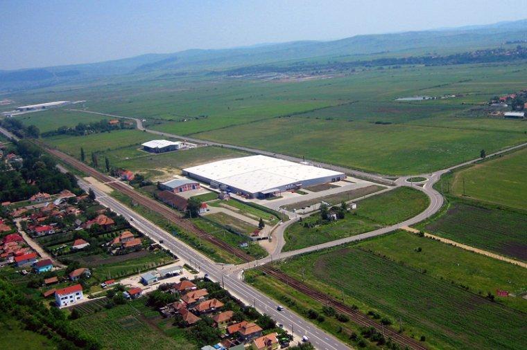 Siedziba fabryki mebli w Jucu