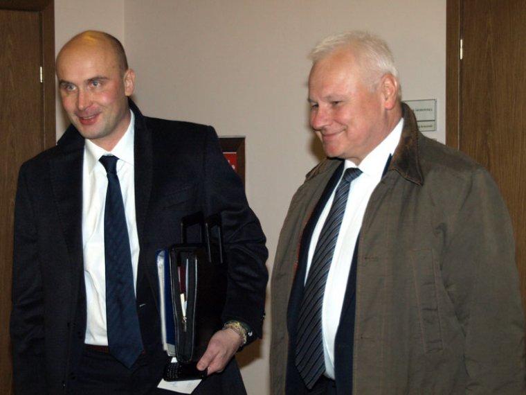 Marcin Korolec (od lewej), nowy minister środowiska i Andrzej Kraszewski, dotychczasowy minister środowiska