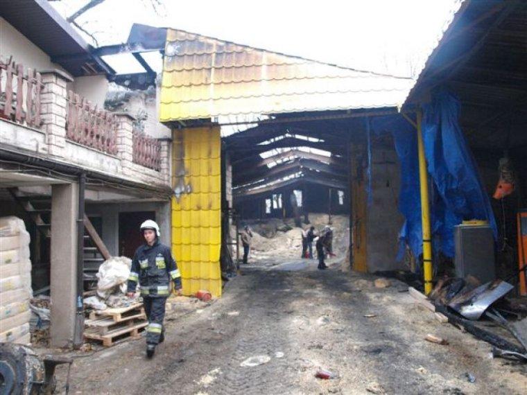 Katowice: Pożar zakładu produkującego ściółkę dla zwierząt