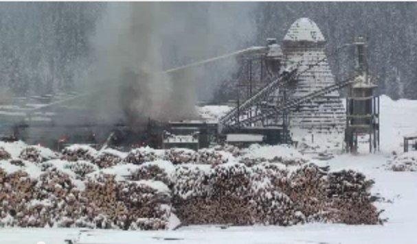 Pożar kompletnie zniszczył kanadyjski tartak Babine Forest Products