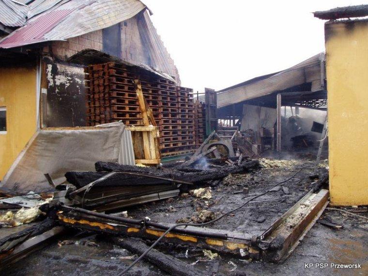 Pożar w zakładzie produkującym palety