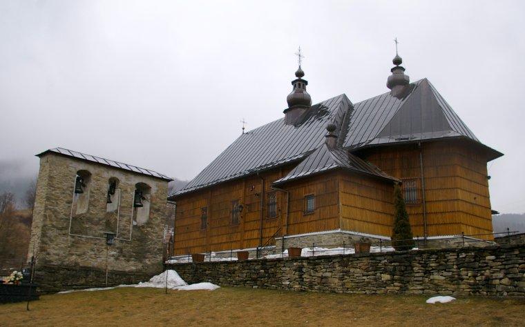 Drewniany kościół w Wierchomli (dawniejsza cerkiew) otrzymał nowy dach w ramach projektu ochrony Podkowca małego