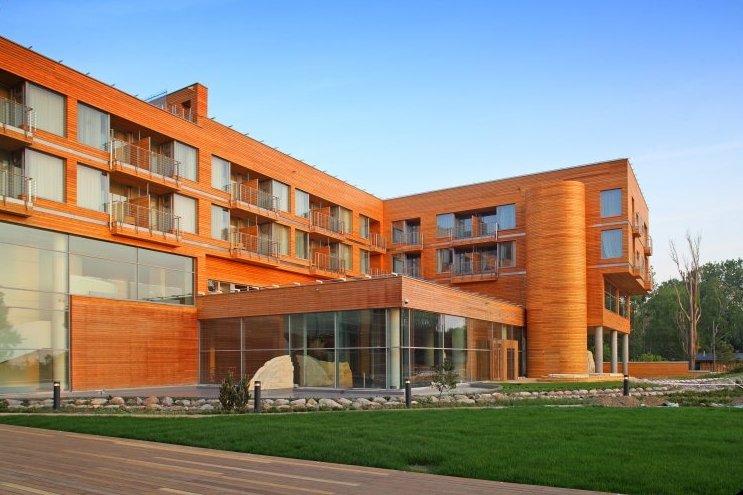 Elewacje Mera Hotel & Spa w Sopocie wykonano z modrzewia syberyjskiego