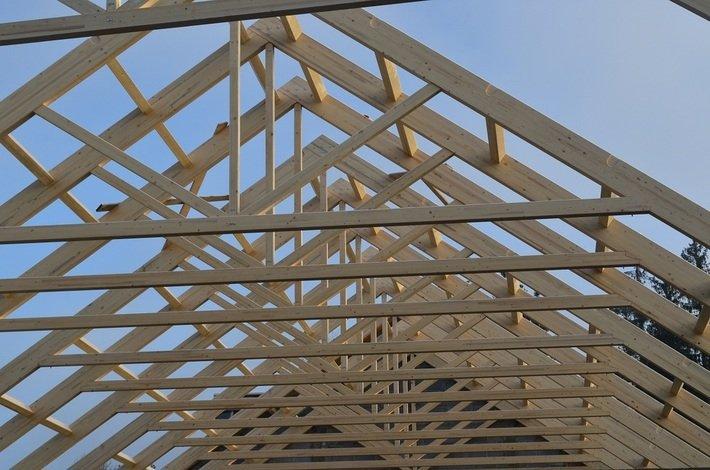 Przykład realizacji: Konstrukcja dachu hali magazynowej