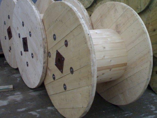 Drewniane bębny do kabli