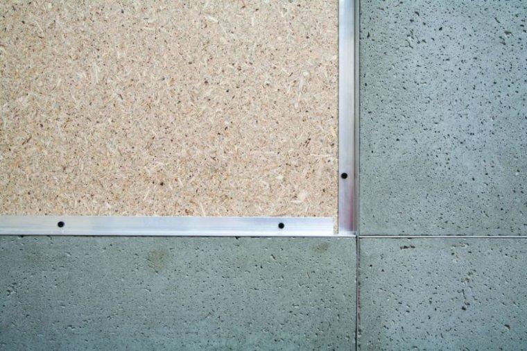 Jednym z materiałów, które można wykorzystać do wykończenia ścian z płyt MFP® są płytki betonowe