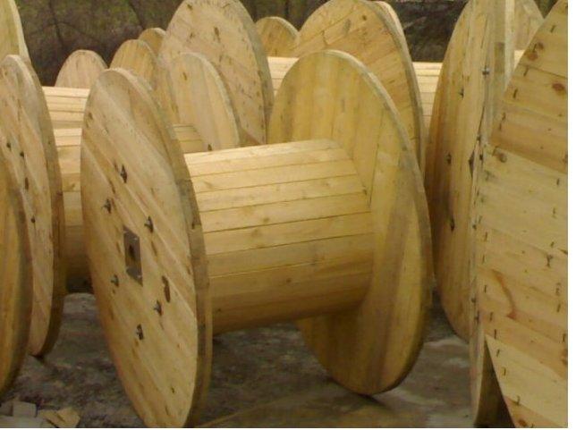 Andrew produkuje tarcicę i opakowania z drewna zgodnie z certyfikatem ISO 9001