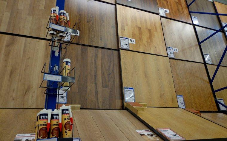 Co wpływa na ceny paneli podłogowych